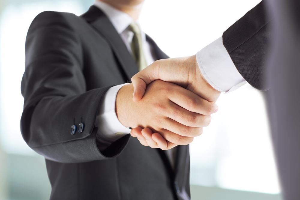 handshake geschäftsleute
